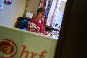 Lena på HRF-föreningens kontor i Hässleholm.
